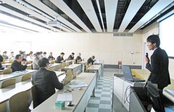 平成29年度大学院通信工学専攻 修士論文 本審査会風景